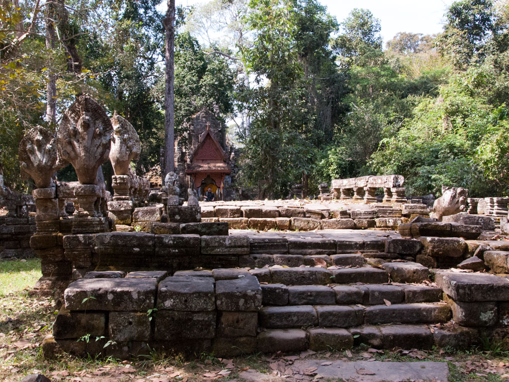 The walkway leading to Preah Palilay Temple