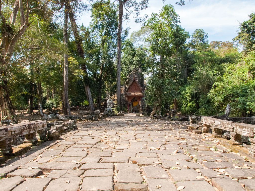 The causeway with Preah Palilay Temple in the background