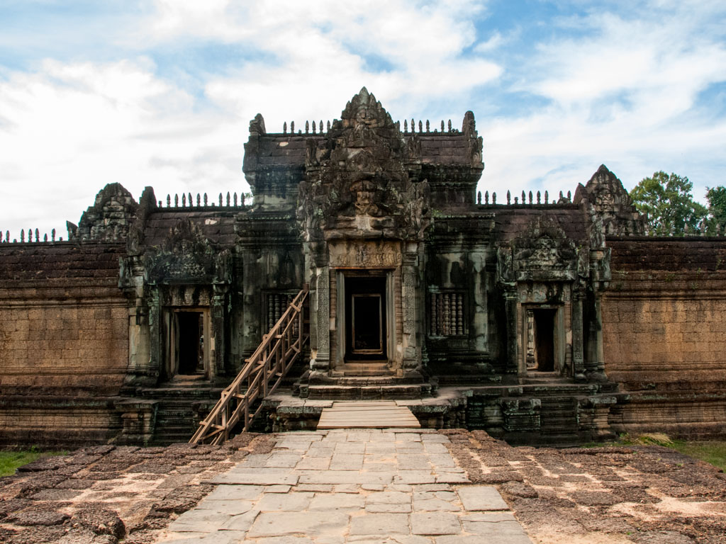 Eastern inner entrance of Banteay Samre