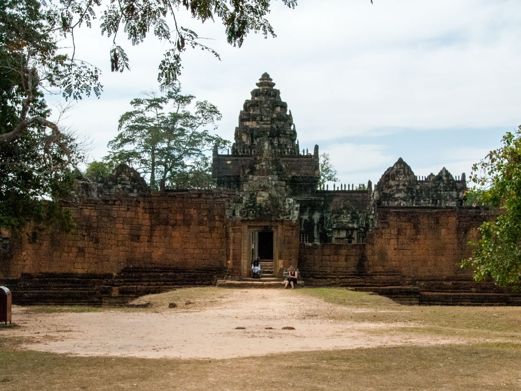 Eastern entrance of Banteay Samre
