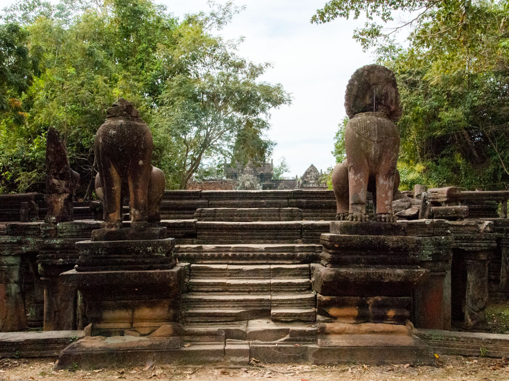 Outer eastern entrance of Banteay Samre