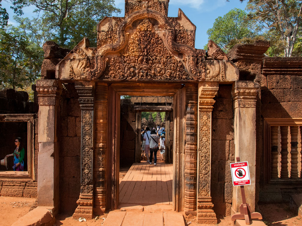 Banteay Srey red sandstone carvings