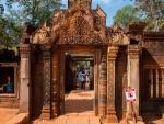 Banteay Srey red sandstone carvings