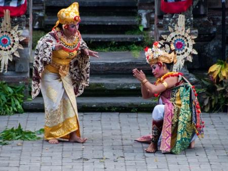 Dewi Kunti and her son, Sadewa