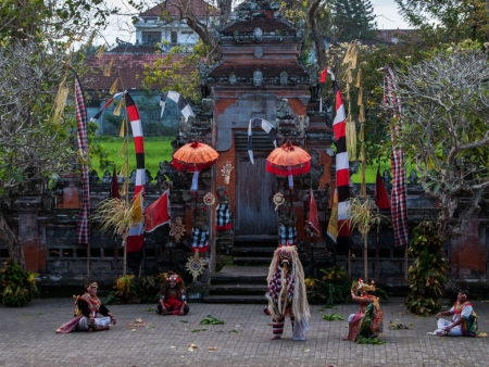 Pura Puseh with the actors on stage