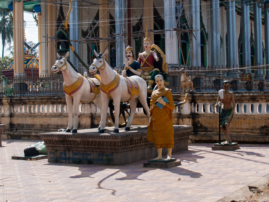 Statues of Royals in front of Wat Damrey Sor