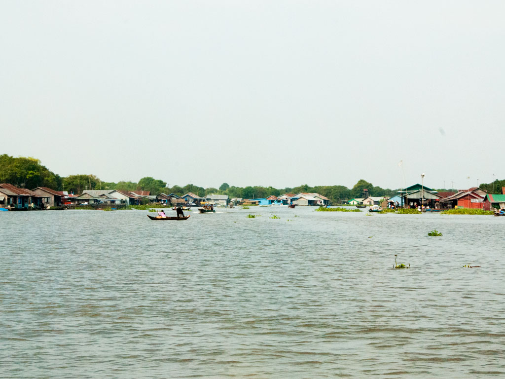Floating villages on Stoeng Sangke river