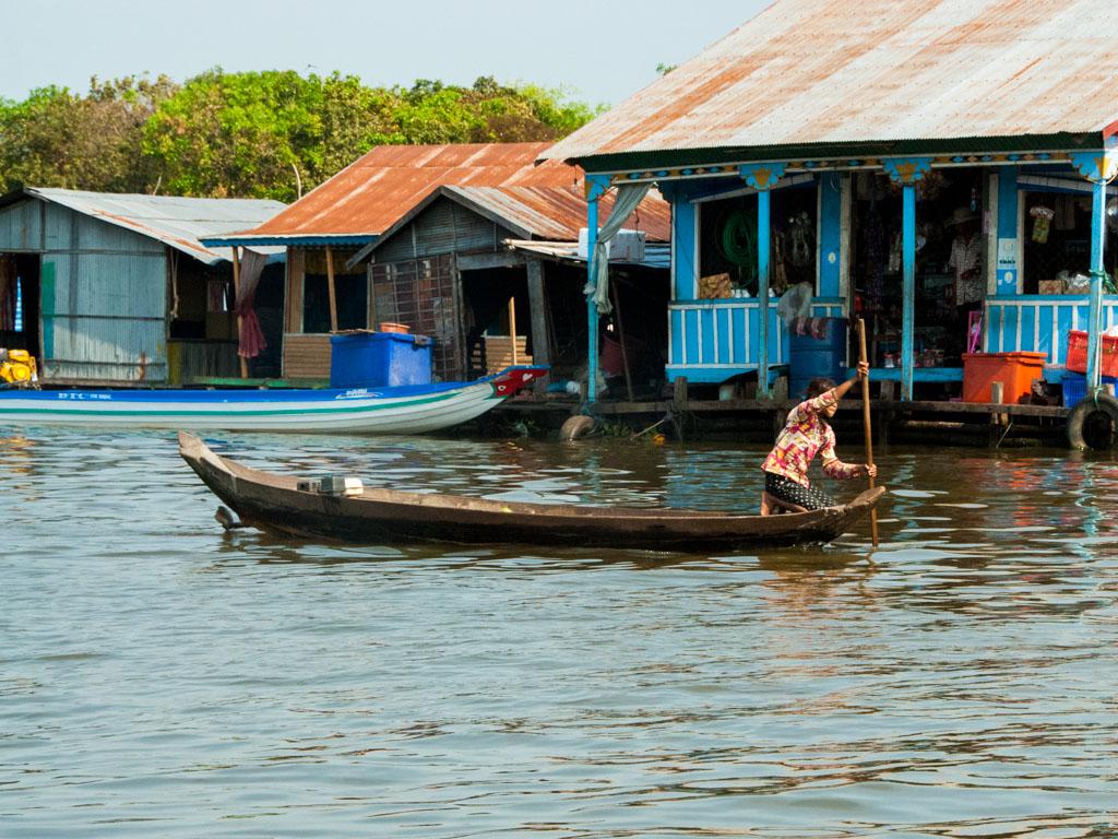 Floating villages on Stoeng Sangke river