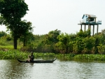 Elevated home on Stoeng Sangke river