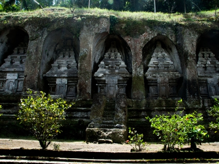 Rock-cut candi (shrines) that are carved into some 7-metre-high sheltered niches