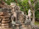 Mythological lion statues