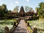 ubud-city-bali-indonesia-pura-saraswati-q-the-entrance-to-pura-saraswati-temple