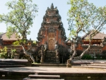 ubud-city-bali-indonesia-pura-saraswati-s-the-upper-temple-of-pura-saraswati