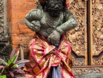 ubud-city-bali-indonesia-ubud-palace-c-hindu-deity-wearing-traditional-sarong