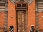 ubud-city-bali-indonesia-ubud-palace-e-doors-of-the-ubud-palace-temple