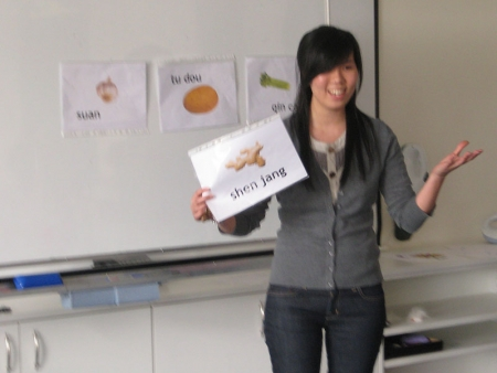 Sonya teaching the class the Mandarin word for ginger