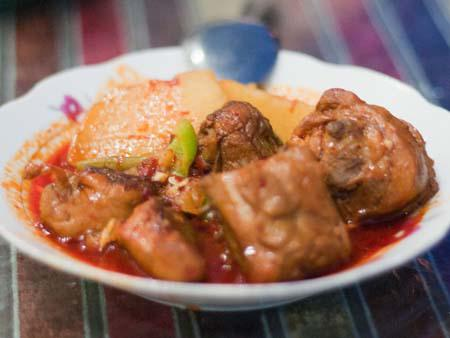 Tohu Gangpanb - spicy chicken, potatoes and rice