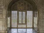 One of the many arches in the Diwan I Am (Hall of Public Audience)