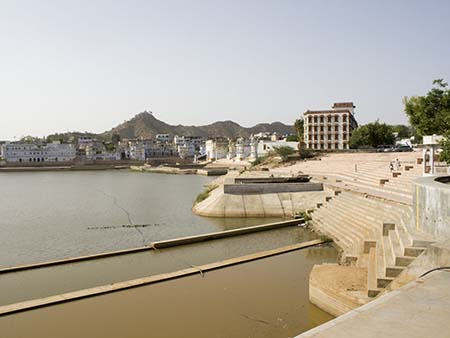 The lake and the many Ghats