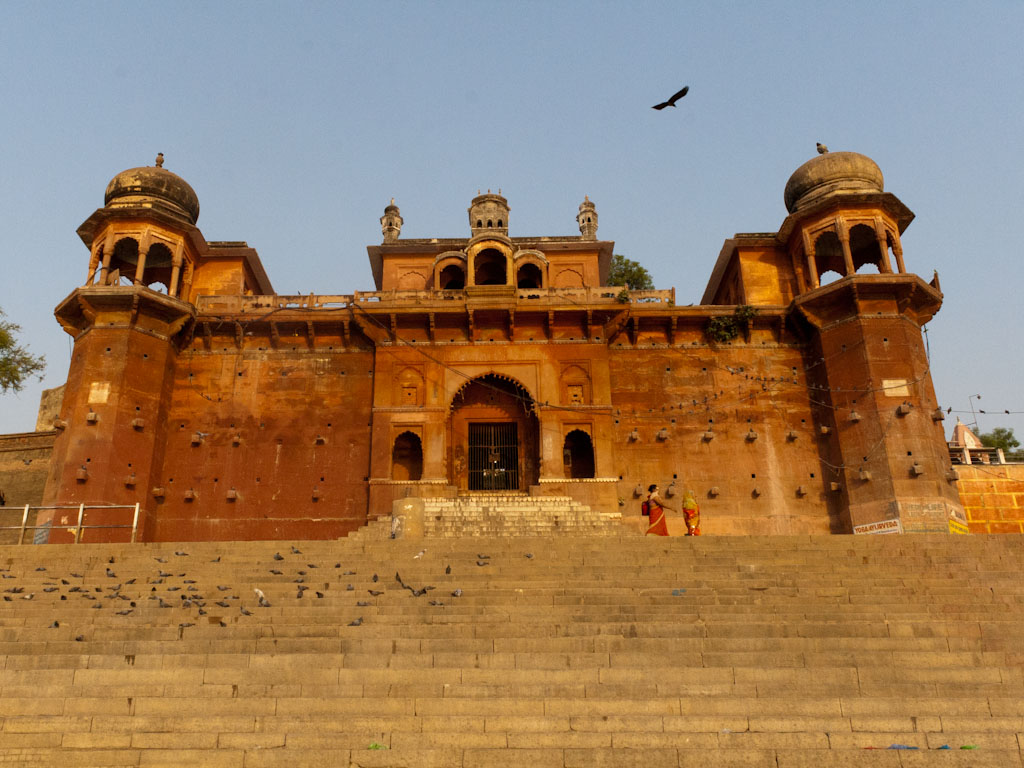 A cruise along the holy ganges river varanasi india for Religious buildings in india