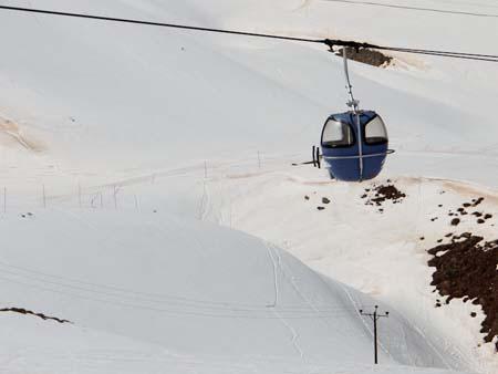 A gondola at Dizin ski resort