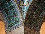 Decorated mosaic column capital