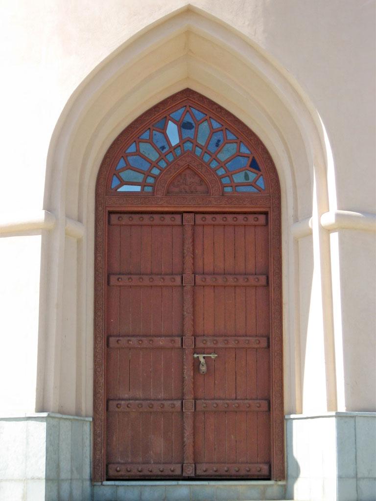 & oman-2011-sur-l-ayjah-lighthouse-door.jpg Pezcame.Com