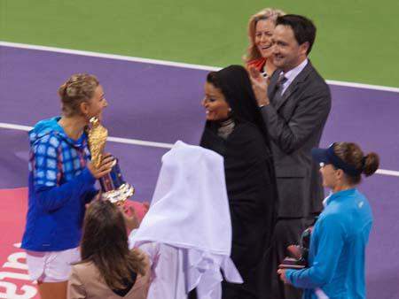 Victoria Azarenka with award talking to Her Highness Sheikha Mozah