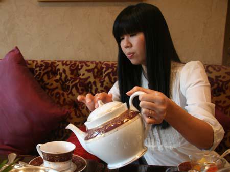 Royal Arabic High Tea  - Sonya pouring tea