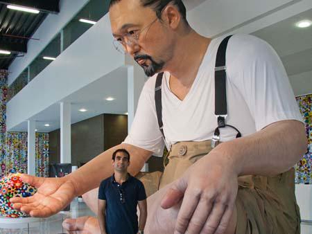 Travis and the six meter high Takashi Murakami