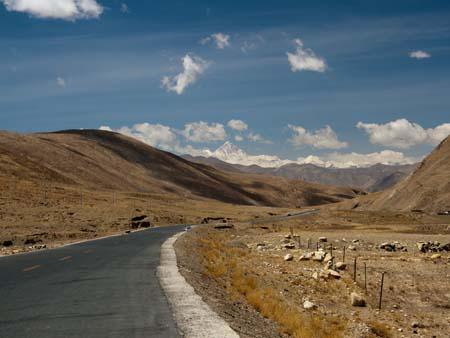 Along the friendship highway, the first views of Mount Everest