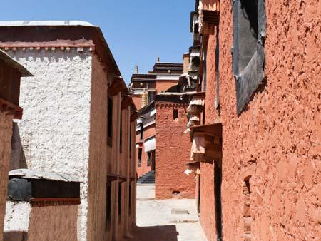 The alleys in the Tashilhunpo Monastery